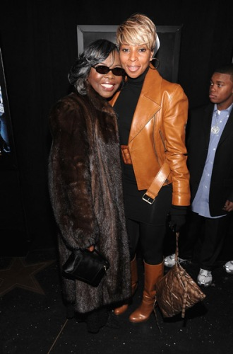mrs-wallace-mary-j-blige